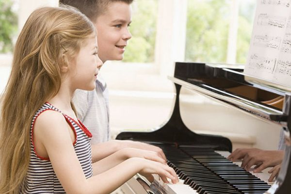 музикална школа за деца по пиано и цигулка
